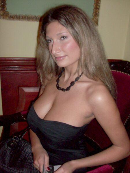 Adopte une salope sexy très en manque