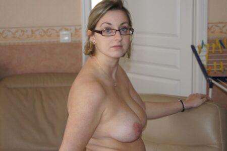 Belle femme infidèle sexy qui a besoin d'un plan entre libertins
