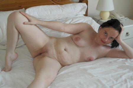 Femme adultère réellement mignonne cherche un gars accueillant