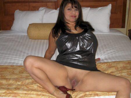 Femme adultère soumise pour homme qui aime soumettre