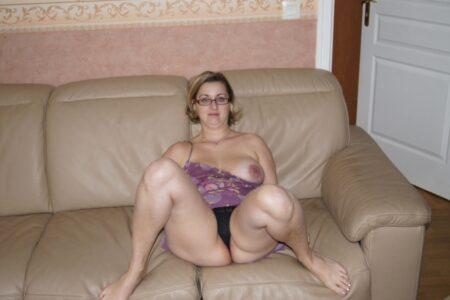 Femme coquine soumise pour gars expérimenté