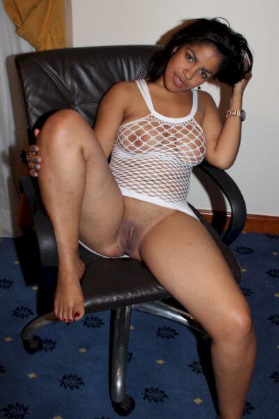 Femme infidèle sexy qui a une grosse envie