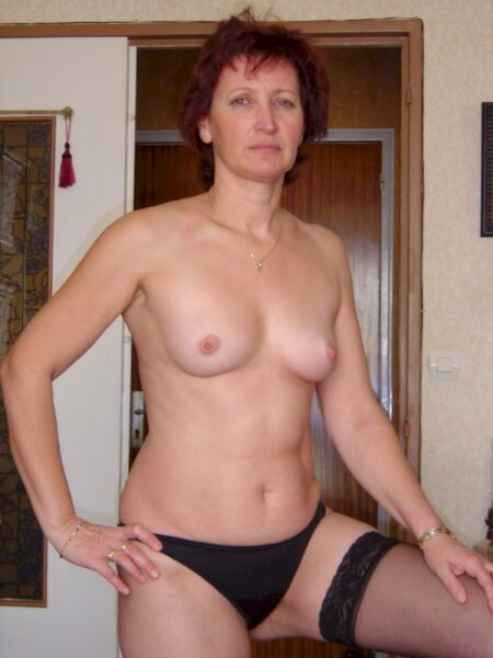 Femme mature coquine soumise pour amant qui aime soumettre