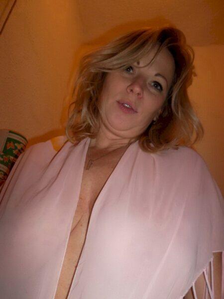 Libertine sexy recherche un amant sur le 94 pour du plan q