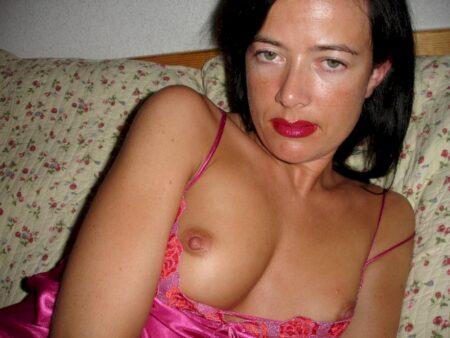 Très belle femme infidèle sexy intéressée par un plan cul